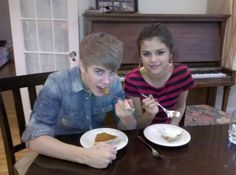 Justin and Selena eating pie (October 23, 2011)
