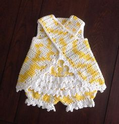 This Pin was discovered by IrmPrevious pinner says:This pin has no pattern, but I saved it anyway. I'm sure I can figure it out. ~ too bad whoever made this cannot share the pattern or sell it.Cute little Sunsuit Pattern for your Toddler. Baby Girl Crochet, Crochet Baby Clothes, Crochet For Kids, Knit Crochet, Baby Dress Patterns, Crochet Patterns, Baby Sweaters, Baby Knitting, Dress Fashion