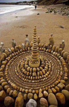 Stone artwork – raw On things , , , , Land Art, Caillou Roche, Art Plage, Art Et Nature, Art Pierre, Rock Sculpture, Bronze Sculpture, Metal Sculptures, Abstract Sculpture