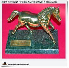 Duża mosiężna figurka konia z dedykacją na marmurze
