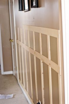 Easy And Cheap Diy Ideas: Simple Wainscoting Interior Design wainscoting living room columns.Wainscoting Board And Batten Trim Work wainscoting corners entry ways. Faux Wainscoting, Wainscoting Bedroom, Wainscoting Styles, Wainscoting Kitchen, Home Renovation, Home Remodeling, Bathroom Remodeling, Foyer Decorating, Diy Home Improvement