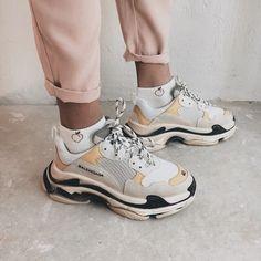 Balenciaga shoes : cool aesthetic artsy street Arthoe fashion trendy Nike Adidas designer The Effect Moda Sneakers, Sneakers Mode, Sneakers Fashion, Fashion Shoes, Sneakers Workout, Shoes Sneakers, Women's Shoes, Sneakers Style, Tennis Sneakers