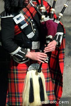 This makes me think of the bagpiper I saw in Harrod's in London. I 'chased' him with my video camera...lol I would love to be there...right now ♥