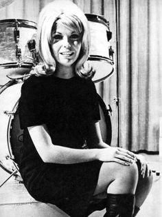 These boots r made 4 walkin Rock And Roll Girl, Laughing Face, Nancy Sinatra, 60s And 70s Fashion, People Dancing, Retro Pop, Black And White Pictures, Celebs, Celebrities