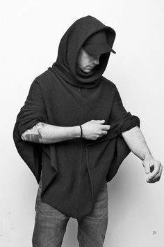 Knitted poncho with U-neck collar and hood for men, menswear / casual knit poncho for him, urban fashion for men made by vincente via … - Best Fashions for All Mens Poncho, Knitted Poncho, Mode Masculine, Urbane Mode, Trendy Outfits, Cool Outfits, Teenager Mode, Urban Fashion, Mens Fashion