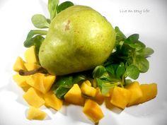Leckeres Rezept für kalorienarmen gesunden grünen Smoothie mit Feldsalat, Mango und Birne. Ich trinke ihn gerne als Frühstücks-Ersatz:  http://live-an-easy-life.de/ein-smoothie-am-morgen/
