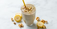 eiweißshake It's too hot to bake but you reallllly want banana bread. Save a trip to your local bakery or coffee shop and skip the oven with this banana bread smoothie. Protein Smoothies, Good Smoothies, Juice Smoothie, Smoothie Drinks, Protein Foods, Green Smoothies, Iced Coffee Protein Shake Recipe, Best Smoothie Recipes, Vitamix Recipes
