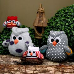 Hoot! Hoot! Hoot! Here comes the sock owl family!!! Please meet the Browie family, another sock softie pattern and tutorial for free.