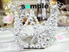 Pattern for this crown at link.  Site is in . . . Chinese?  Maybe? But the illustrations are pretty self-explanatory.