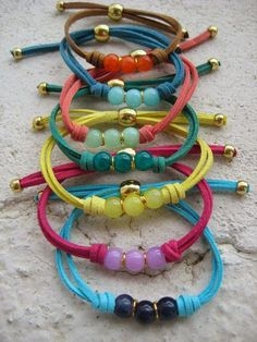 How to Make Beaded Bracelets in The Comfort of Your Homes? Leather Jewelry, Beaded Jewelry, Handmade Bracelets, Handmade Jewelry, Bracelet Making, Jewelry Making, Bracelet Cuir, Bijoux Diy, Cord Bracelets