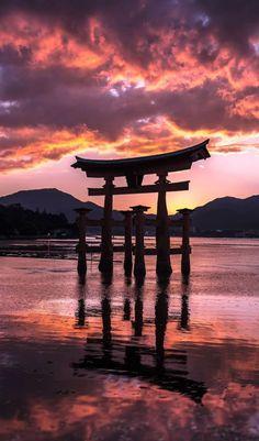 Itsukushima shrine, Miyajima, Hiroshima, Japan  厳島神社