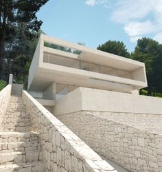 The Oslo House is placed on a mountainside, in a residential state surrounded by pine trees and vegetation. Modern Villa Design, Modern Architecture Design, Minimalist Architecture, Modern Buildings, Residential Architecture, Technical Architect, Fachada Colonial, Arch House, Stone Houses