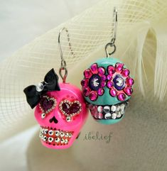 Items similar to Skull in a-day is the day of the dead earrings stone on Etsy Skull Jewelry, Wire Jewelry, Jewelry Crafts, Beaded Jewelry, Jewelery, Funky Jewelry, Jewelry Ideas, How To Make Earrings, Beaded Earrings