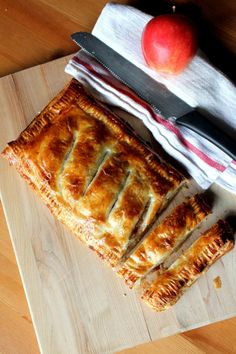Apple Puff Pasty Pie.... Yummmm ... would be good filled with peaches, pears, or cherries too!