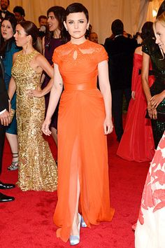 I don't even like this color, but Ginnifer makes it work!
