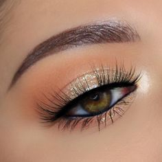 light glam eye makeup – Beauty Make up Styles Shimmer Eye Makeup, Hazel Eye Makeup, Makeup Eye Looks, Natural Eye Makeup, Eye Makeup Tips, Cute Makeup, Smokey Eye Makeup, Gorgeous Makeup, Eyeshadow Makeup