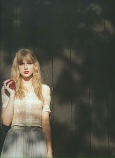 Your place for daily updates on 10 time Grammy winner Taylor Swift. Taylor Swift Tumblr, Taylor Swift Red Album, Taylor Swift Photoshoot, Estilo Taylor Swift, Long Live Taylor Swift, Red Taylor, Taylor Swift Pictures, Taylor Alison Swift, Agile