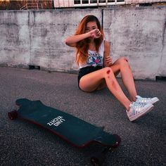 Skate till you get hurt☺️ Skater Girl Style, Skater Girl Outfits, Skateboard Design, Skateboard Girl, Style Skate, Fille Gangsta, Skate Photos, Skate Girl, Summer Photography