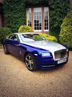 Rolls-Royce Seats: 3 (2 in rear, 1 next to Chauffeur) Luggage: 2 x check-in luggage, 2 x overhead luggage Availability: Sydney (school formals & weddings only) Enquire http://www.baysidelimousines.com.au/ #limohire #limohiresydney