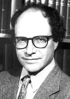 """Walter Gilbert - Premio Nobel en Química 1980 - """"for their contributions concerning the determination of base sequences in nucleic acids""""."""