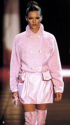 Kate Moss Gianni Versace Fashion Show & More Luxury Details Versace Fashion, Couture Fashion, Runway Fashion, Womens Fashion, Fashion Trends, Fashion Ideas, Fashion Tips, Gianni Versace, Atelier Versace