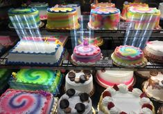 there are six simple words that you can use Round Birthday Cakes, Pretty Birthday Cakes, Round Cakes, Sheet Cakes Decorated, Bakery Shop Design, Quick Cake, Cake Name, Bakery Cakes, Cake Decorating Techniques