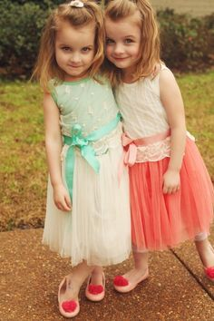 Perfect dress to make your little princess look like a little princess!     Material: Cotton, tulle, and grosgrain ribbon.    Great Easter dress or for Spring Summer. Or pair with leggings,tights, or cardigan in the winter.    Choose Size:  2T  3T  4T  5  6    ** Please note that colors of dresse...