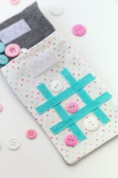 Sewing Gifts For Kids On the Go Tic Tac Toe Sewing Tutorial-Make this cute little game for road trips, waiting rooms or wherever you are going! Sewing Basics, Sewing Hacks, Sewing Tutorials, Sewing Crafts, Sewing Tips, Tutorial Sewing, Sewing Ideas, Sewing Classes For Beginners, Sewing Projects For Beginners