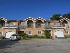 Montego Bay Vacation Townhouse Montego Bay Montego Bay Vacation Townhouse offers accommodation in Montego Bay, 38 km from Alma. Guests benefit from balcony and a terrace. The unit equipped with a kitchen with an oven and microwave. A flat-screen TV is featured.