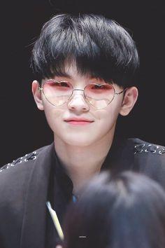 Woozi from Seventeen Jeonghan, Wonwoo, Seungkwan, Seventeen Woozi, Seventeen Debut, Hip Hop, K Pop, Shinee, Diecisiete Memes