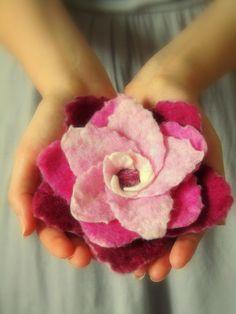 "Wet Felted Felt Flower ""Raspberry Fade"" no instructions Felt Flowers, Diy Flowers, Fabric Flowers, Needle Felted, Wet Felting, Felted Wool Crafts, Felt Crafts, Easy Homemade Gifts, Felt Pictures"