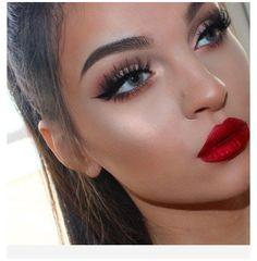Makeup Looks For Red Dress, Eye Makeup Red Dress, Red Lips Makeup Look, Red Lipstick Makeup, Prom Makeup Looks, Blue Eye Makeup, Eye Makeup Cut Crease, Red Lipsticks, Glow Makeup