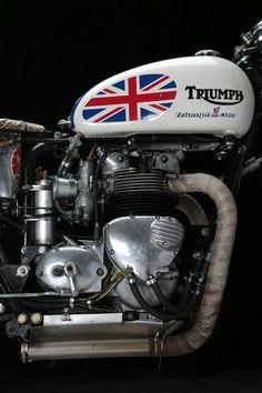 Triumph Motorcycle with Union Jack Triumph Cafe Racer, Triumph Motorbikes, Triumph Bonneville, Triumph Motorcycles, Cafe Racers, Triumph T120, Triumph Scrambler, Blitz Motorcycles, British Motorcycles
