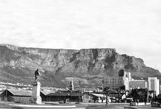 Old Photos, Vintage Photos, Historical Pictures, African History, Cape Town, South Africa, Paris Skyline, Mount Rushmore, Black And White
