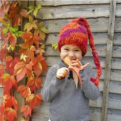 Little Aurelia is looking fabulously Autumn-ready in her Snug hat. Thanks to her mum for sending me this lovely photo ❤️. This 100% pure wool stocking cap is available in all sizes from small newborn right up to large adult available in 46 colours