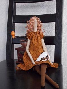 Купить или заказать Кофейное настроение в интернет-магазине на Ярмарке Мастеров. Немного легкомысленная, взбалмошная, своенравная. Показала все эти черты своего характера в процессе создания. Но тем не менее, очень милое создание. Интерьерная кукла. Изготовлена из натуральных материалов.…