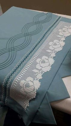 This Pin was discovered by Zey Filet Crochet, Stitch Crochet, Crochet Borders, Crochet Motif, Crochet Doilies, Crochet Stitches, Egyptian Cotton Duvet Cover, Sewing Class, Heirloom Sewing