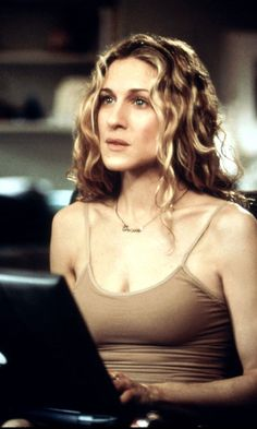 Classic Carrie Bradshaw - With Her Laptop, Season 1