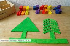 Spielidee für Kinder mit Spielgabe 7 (Gift 7 Froebel): Zwei Tannenbäume im Wald two trees in the forest