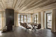 * chalet interior * Dining room in Haus S. in Tirol, Austria designed by Gogl Architekten Chalet Interior, Interior Design, Chalet Style, Ski Chalet, Mountain Designs, Global Style, Dining Area, Dining Room, Architecture Design