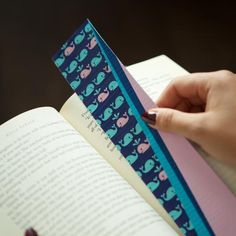 Get your kids in the reading zone this summer by starting them off with this Duck Tape Bookmark DIY Kids Craft. Because there are so many colors and patterns of Duck Tape, the kids can design them exactly how they like. Duct Tape Bookmarks, Bookmarks Diy Kids, Bookmark Craft, Easy Crafts For Kids, Diy For Kids, Crafts To Make, Summer Crafts, Duct Tape Projects, Duck Tape Crafts
