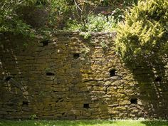 Paul Sorenson, was the landscape designer of the Everglades( in the Blue Mountains), the signature of his work are the perfect dry stone walls that meander and curve throughout the garden. Just perfect for providing homes wildlife - lizards and funnel-web spiders  etc etc.