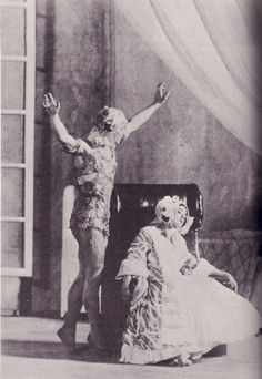 Vaslav Nijinsky and Tamara Karsavina in Le Spectre de la Rose Pretty Photos, Cool Photos, The Rite Of Spring, Vintage Ballet, Dance Project, Male Ballet Dancers, Nureyev, Russian Ballet, Ballet Photos