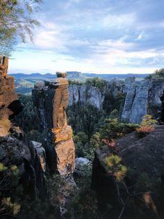 In der Sächsischen Schweiz kann man sich beim #Wandern gar nicht an den bizarren Felsformationen satt sehen ...