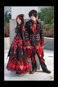 Hooray for more King and Queen-ness This picture was taken during A-kon 2009 by the epic as the Queen of Hearts as the King of Hearts Characters designe. Two Hearts: Hand in Hand Alice In Wonderland Outfit, Wonderland Costumes, Wonderland Party, Steampunk Costume, Gothic Steampunk, King Of Hearts Costume, Queen Costume, Red Queen, King Queen