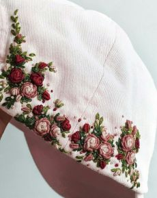 Embroidery On Clothes, Embroidery Flowers Pattern, Embroidery Hoop Art, Hand Embroidery Designs, Creative Embroidery, Bone Floral, Bone Bordado, Do It Yourself Fashion, Embroidered Hats