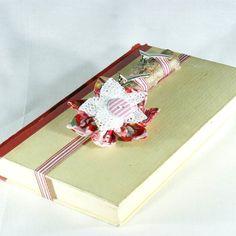 """Ringbuch """"Mord im Schloss"""" www.yournique.de #yournique #Ringbuch #Ringkissen #Ringschale #Kanzashi #Handmade #Hochzeit #Stoffblüte #Stoffblume"""