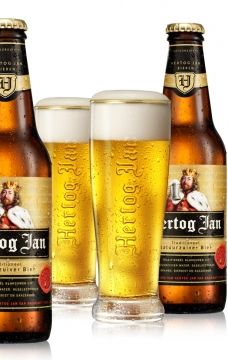 Hertog Jan pilsner - pilsners are good on hot days and this Dutch pilsner is decent, though not amazing. Unlike German and Czech pilsners it's fairly low on the hoppy bitterness and is a little lite on the flavor side of things. It's ok.