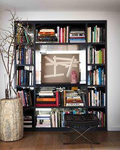 Beautiful bookcase Design Entrée, House Design, Tv Nook, Mezzanine Bedroom, Interior Design Photos, Interior Inspiration, Design Inspiration, Built In Bookcase, Bookshelves