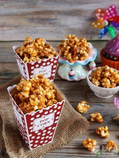 Pop corn caramellati fatti in casa O Pop, 90s Party, Biscotti, I Love Food, Food Porn, Sweets, Candy, Snacks, Cooking